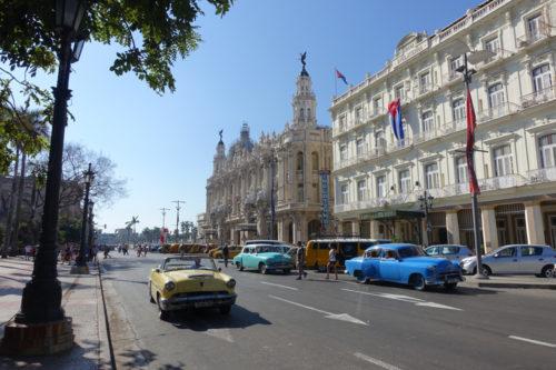 Fargerike veteranbiler i Havana