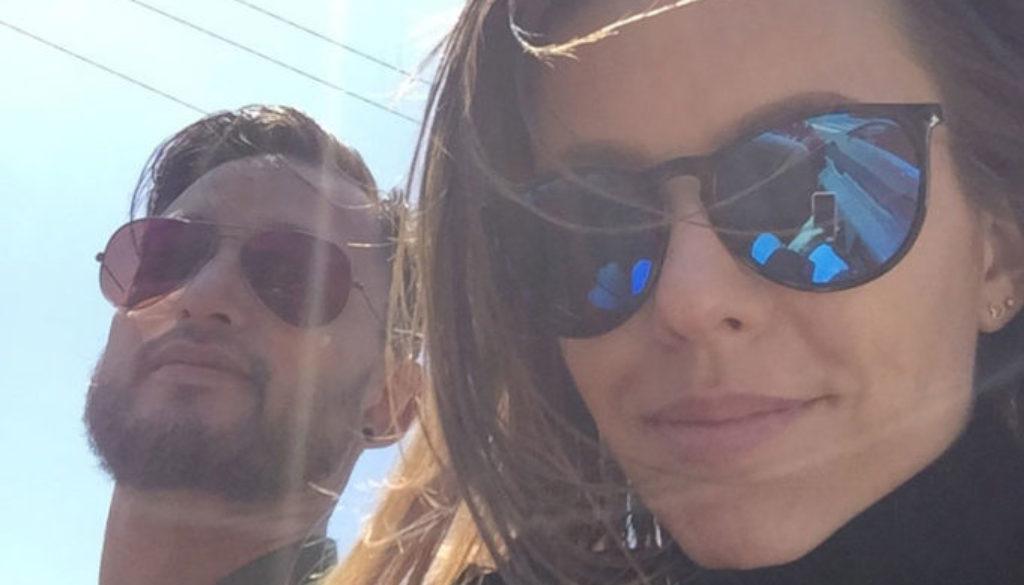 Mann og dame med solbriller